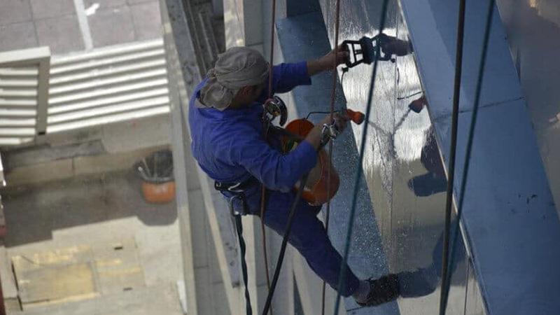 شستشوی شیشه و سنگ نما ساختمان